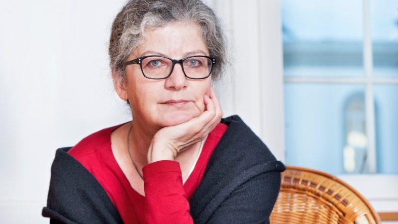 Ina Praetorius erhielt die Auszeichnung im Wesentlichen für ihr Engagement im von ihr mitgegründeten Verein «Wirtschaft ist Care». Dieser setzt sich für die Anerkennung von Care-Arbeit ein. | © Katja Nideröst