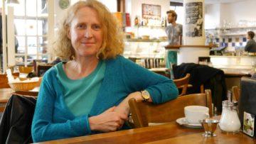 Susanne Andrea Birke, Initiantin des Arbeitskreis Regenbogenpastoral hat ein handfestes Beispiel parat, wenn es um die Frage geht, ob Menschen Mühe mit dem Thema Homosexualität haben «dürfen». | © Anne Burgmer