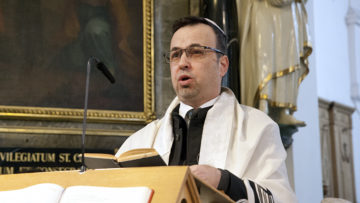 Kantor Alexander Hoffmann sang das Schma Jisrael, das zentrale Gebet der jüdischen Liturgie. | © Roger Wehrli