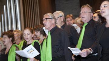 Der Gospelchor «Spirit of Hope» unter der Leitung von Andrea Graf und Christoph Wieder berührte mit seinem Gesang. | © Roger Wehrli