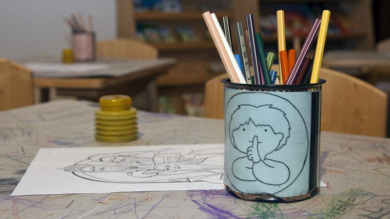 Wie können kleine Kinder am Gemeindegottesdienst teilnehmen, ohne dass sich Gläubige gestört und Eltern gestresst fühlen? Horizonte präsentiert Ideen aus Aargauer Pfarreien und Anregungen von Profis. | © Roger Wehrli