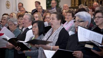 Der Gottesdienst zur Errichtung des neuen Pastoralraums wurde von den Kirchenchören der vier Pfarreien gemeinsam umrahmt. | © Roger Wehrli