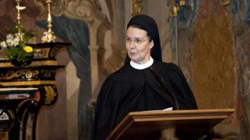 Priorin Irene Gassmann an der Feier zum 888-Jahr-Jubiläum im Januar dieses Jahres. Auch am 1. September wird die Klostervorsteherin die Anwesenden wieder begrüssen. Dieses Mal zur Buchvernissage. | © Roger Wehrli