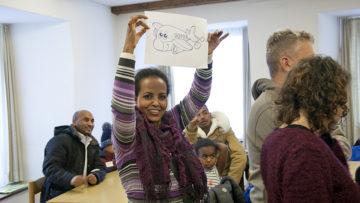 Co-Pilotin gesucht! Die Migranten - Einzelpersonen oder Familien - sind die Piloten. Als «Co-Piloten» werden die Freiwilligen bezeichnet, die die Integration unterstützen. | © Roger Wehrli