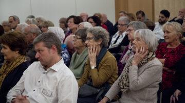 Im Anschluss an das Gespräch auf dem Podium kamen viele Fragen aus dem Publikum. Vom Sterbefasten bis zu christlichen Jenseitsvorstellungen kamen dabei sehr unterschiedliche Aspekte des Sterbens zur Sprache.   © Roger Wehrli