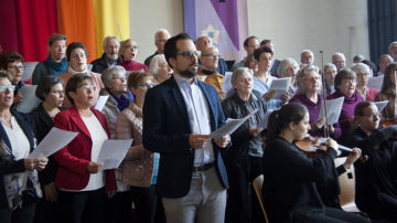 Der Projektchor, bestehend aus Sängerinnen und Sängern der verschiedenen Kirchenchöre. | © Roger Wehrli