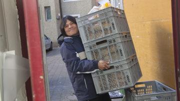 Zum «Hope» gehört auch ein Restaurant. Dort werden täglich frische Mahlzeiten zu günstigen Preisen zubereitet. Die Gäste aus dem Wohnzenrum helfen in der Küche mit. | © Roger Wehrli
