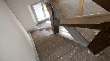 Steile Treppen im Haus – typisch für Altstadthäuser. Sicherheit ist dem Team der Notschlafstelle ein grosses Anliegen. Man werde darum stets genau prüfen, welche Gäste Treppen steigen können. | © Roger Wehrli
