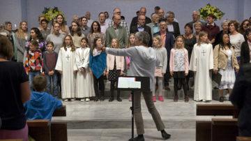 Chorleiterin Margret Sohn mit Sängerinnen und Sängern aus dem ganzen Pastoralraum.  | © Roger Wehrli