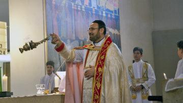 Es wird intensiv geräuchert während der Messe. Wer Weirauch nicht mag, dem ist der Besuch eines Gottesdienstes der syrisch-orthodoxen Kirche nicht zu empfehlen. | © Roger Wehrli