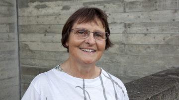 Renata Wetzel hat, in Ennetbaden aufgewachsen, den Bau der mittlerweile 50-jährigen Kirche miterlebt. Seit dieser Zeit ist sie Mitglied im Kirchenchor und heute dessen Präsidentin. | © Roger Wehrli