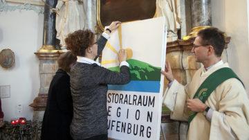 Das neue Logo des Pastoralraums Region Laufenburg. Die Sonne steht für das Mettauertal, das Grün für den Schynberg, Blau für den Rhein und die Sonnenstrahlen für die sechs Gemeinden. | © Roger Wehrli