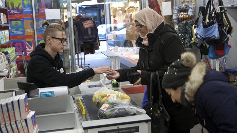 Einkaufen im Caritas-Markt bedeutet mehr Lebensqualität für das Budget von Armutsbetroffenen. Im Aargau gibt es seit 2016 keinen Caritas-Markt mehr, doch das soll auf Dauer nicht so bleiben. | © Roger Wehrli
