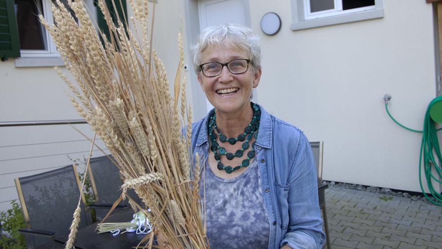 Vroni Peterhans ist  Bäuerin, Katechetin und AKF-Mitglied. Sie leitet den Erlebnisnachmittag für Kinder, die im Frühling 2021 Erstkommunion feiern. | © Roger Wehrli