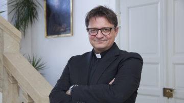 «Ich bin sehr viel unterwegs in den Regionen unseres Bistums, im Austausch mit den Leuten.», sagt Bischof Felix Gmür. | © Roger Wehrli