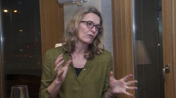 Die Meeresbiologin Iris Menn ist Geschäftsleiterin von Greenpeace Schweiz und kämpft selbstlos für den Erhalt der Natur.   © Roger Wehrli