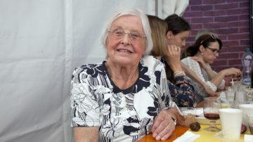 Maria Anna Kehl und ihr Ehemann Richard sind froh, dass sie durch das Kirchentaxi regelmässig zum Sonntagsgottesdienst gelangen können. «Das gehört für uns zum Leben dazu», erklärt die 86 jährige Luzernerin. | © Roger Wehrli