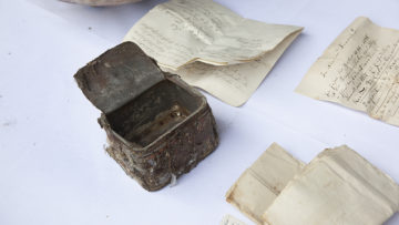 Insgesamt acht Dokumente befanden sich im Inneren der Zeitkapsel - darunter handverfasste Lageberichte aus den Jahren 1804, 1833 und 1965 sowie ein Schwesternverzeichnis aus dem Jahre 1890. | © Roger Wehrli