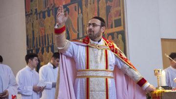Markos Bahnan ist einer von zwei syrisch-orthodoxen Priestern, die in der Schweiz Gottesdienste auf Aramäisch abhalten. | © Roger Wehrli