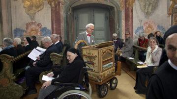 Die Klänge von Drehorgelmann Bruno Leoni begleiteten den Festakt draussen und drinnen. | © Roger Wehrli