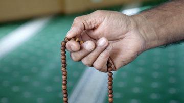 «Für mich war klar, dass ich mich nicht in ein Schema pressen lassen will», erinnert sich Deborah Aebersold an ihre ersten Erfahrungen mit dem Islam. «So habe ich nach Menschen gesucht, die den Islam nicht konservativ, sondern fortschrittlich und aufgeschlossen leben». | © Roger Wehrli