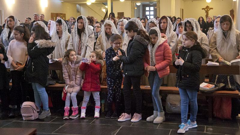 Einmal im Monat findet in der katholischen Kirche in Gebenstorf ein Gottesdienst der syrisch-orthodoxen Kirche statt - auf Aramäisch. | © Roger Wehrli