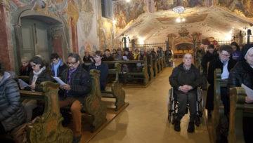 «Die Menschen wollen sich engagieren», sagt Priorin Irene Gassmann. Die gut gefüllte Klosterkirche am Donnerstag gibt ihr recht. | © Roger Wehrli