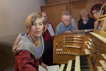 Oft gehört, selten von Nahem betrachtet: Die Orgelbesichtigung an der vergangenen langen Nacht der Kirchen im Herbst 2016 faszinierte die Besucherinnen und Besucher. | © Roger Wehrli