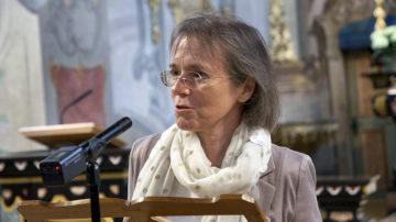 Ulrike Wolitz ist die Herausgeberin von Silja Walters Gesamtwerk. «Silja Walter ist ein ganz wichtiger Teil meiner Biografie.» Die Autorin las den Anwesenden aus ihrem Buch «Dich kommen sehen und singen» vor. | © Roger Wehrli