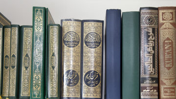 «Als ich bei meinen muslimischen Nachbarn Fragen zum Islam stellte», schenkten sie mir einen Koran auf Deutsch», erinnert sich Deborah Aebersold. | © Roger Wehrli
