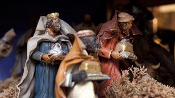 Traditionelle Darstellung der drei Könige mit Weihrauch, Gold und Myrrhe.  | © Roger Wehrli