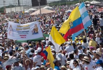 Hunderttausende bei einer Messe mit Papst Franziskus anlässlich seiner Südamerika-Reise am 6. Juli 2015 in Guayaquil. | © kna-bild