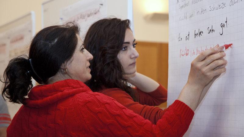 Beim Projekt «Co-Pilot» von Caritas Aargau werden Asylsuchende von Freiwilligen im Alltag bei der Integration unterstützt. | © Roger Wehrli