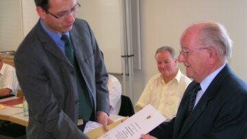Am 16. Juni 2004 wurde Eugen Vogel von «seiner» Gemeinde Windisch die Ehrenbürgerschaft verliehen. | © Archiv Eugen Vogel
