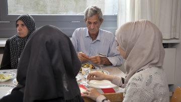 Das gemeinsame Kochen spricht alle Generationen  an. | © Roger Wehrli