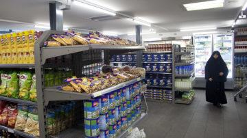Das Warenangebot ist gross, die Preise tief. Früchte und Gemüse werden zum Einkaufspreis angeboten, vereinzelt werden Waren sogar günstiger abgegeben. | © Roger Wehrli