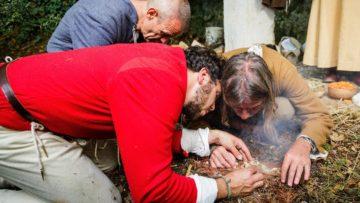 Zu mehr als Glut und Rauch schafften es die Pilger trotz vollsten Einsatzes nicht. | © SRF/Thomas Züger