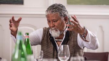 LOTEN NAMLING, 53 Der Exiltibeter und Musiker schwankt in seinem Kampf für mehr Freiheit in Tibet immer wieder zwischen Wut und Hoffnung. Am gewaltlosen Protest hält er aber fest: 2012 zog er bei einem Fussmarsch von Bern nach Genf einen schwar- zen Sarg mit der Aufschrift «Free Tibet» hinter sich her – eine Aktion, mit der er auf die Selbst- verbrennungen tibetischer Mönche aufmerksam machen wollte. | © Pia Neuenschwander