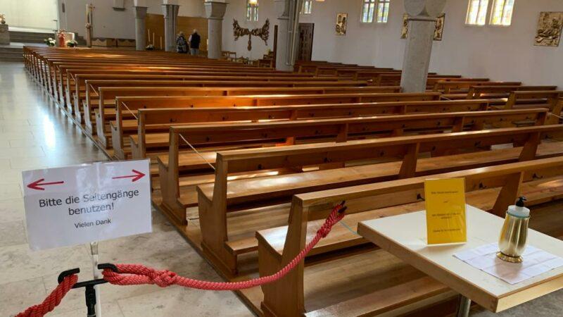 Für die Wiederaufnahme der Gottesdienste sind spezielle Abschrankungen notwendig.   © Francesco Marra