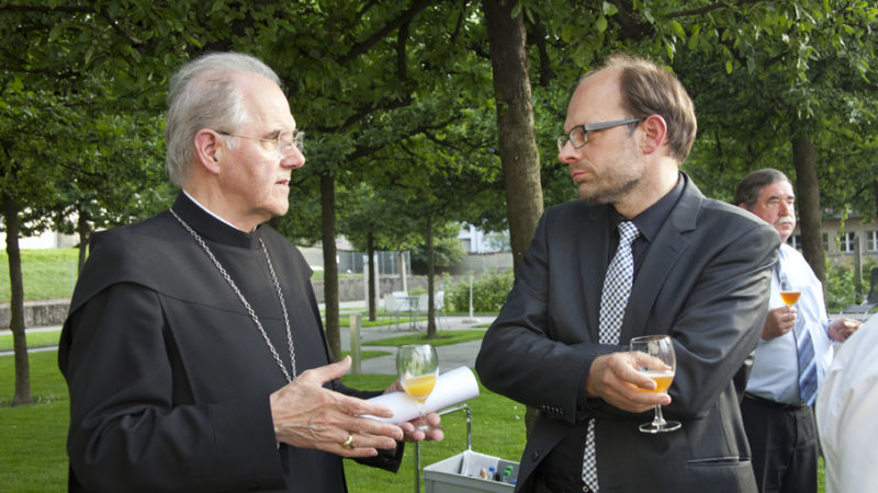 Benno Malfèr, Abt des Klosters Muri-Gries in Bozen, hier im Gespräch mit Luc Humbel, ist im Alter von 71 Jahren verstorben.   © Roger Wehrli