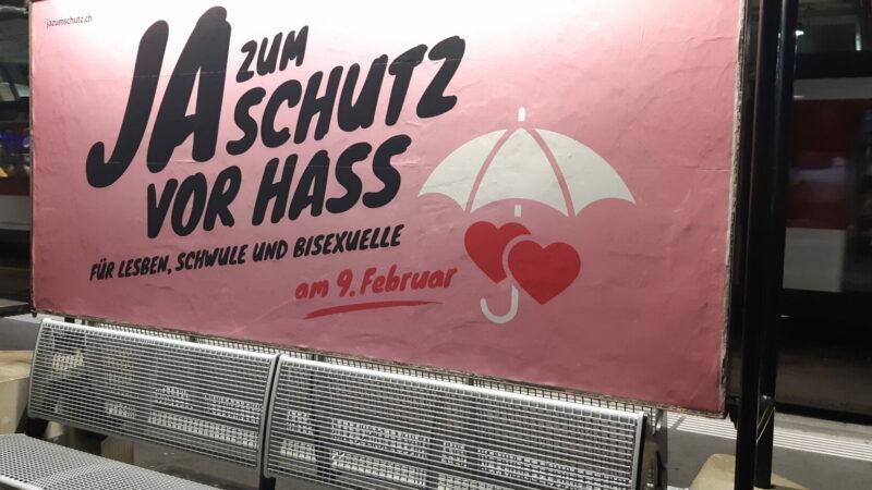 Das Schweizer Stimmvolk hat am Sonntag die Ausweitung der Anti-Rassismus-Strafnorm angenommen. Neu sollen Diskriminierung und Hass gegen Menschen aufgrund ihrer sexuellen Orientierung strafbar werden. Welche Folgen das für die Kirchen hat, darüber gehen die Meinungen auseinander.   © Sylvia Stam