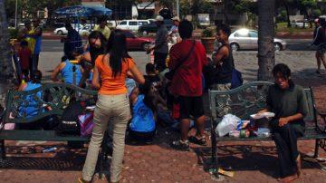 Offensichtliche Gegensätze auf den Strassen von Manila: Wohlstand und Armut. Viele Menschen leben auf der Strasse und rutschen in die Kriminalität ab. | © kna-bild