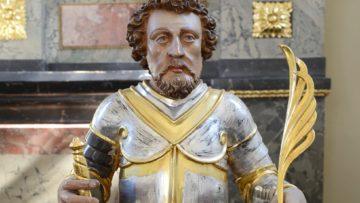 Geschnitzte Büste aus dem Jahr 1665, stehend auf einem Reliquienbehälter. | © Kantonale Denkmalpflege