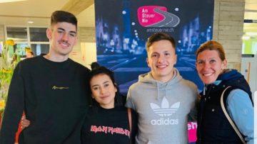 Caroline Hörb (ganz rechts) mit ihren drei Jugendlichen aus Schöftland. | zvg