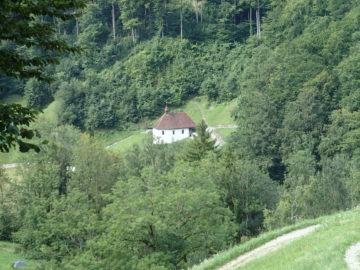 Etwa 100'000 Menschen besuchen jährlich die Ranftschlucht, das Geburtshaus und die Pfarrkirche mit dem Grab von Bruder Klaus.   © zvg