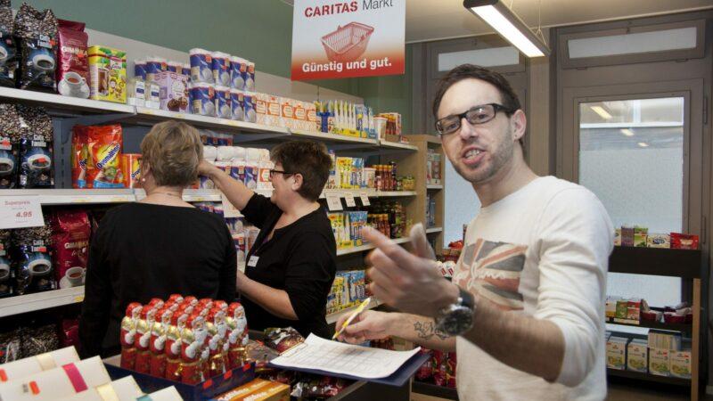 Seit Ausbruch der Corona-Krise verzeichnen auch die Caritas-Läden, in denen Armutsbetroffene vergünstigt einkaufen können, einen deutlichen Umsatzzuwachs. | © Roger Wehrli