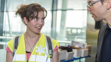 Die 19-jährige Carmen Bitterli hat dieses Jahr zum ersten Mal eine Woche Ferien genommen, um ältere und in ihrer Mobilität eingeschränkte Personen bei der Pilgerfahrt nach Lourdes zu unterstützen.   © Werner Rolli