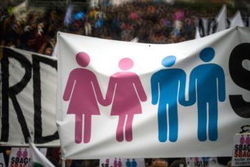 Gleichgeschlechtlich Liebende haben in vielen Ländern nach wie vor einen schweren Stand. (Foto von einer Demonstration in Rom im Januar 2016 gegen die Einführung eingetragener Lebenspartnerschaften.) | © Christian Gennari/KNA