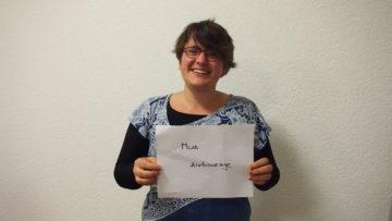 Anna von Wyl, Projektmitarbeiterin des Projekts BBB (Asyl mit Bildung, Begegnung, Beschäftigung) zeigt Zivilcourage und leitet auch den «Club Asyl». | © Andreas C. Müller