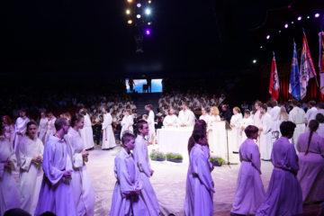 Über 100 Ministrantinnen und Ministranten feierten am Jubiläumszirkusgottesdienst. | © Vera Rüttimann